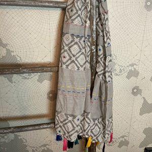 Anna & Ava fringe scarf EUC
